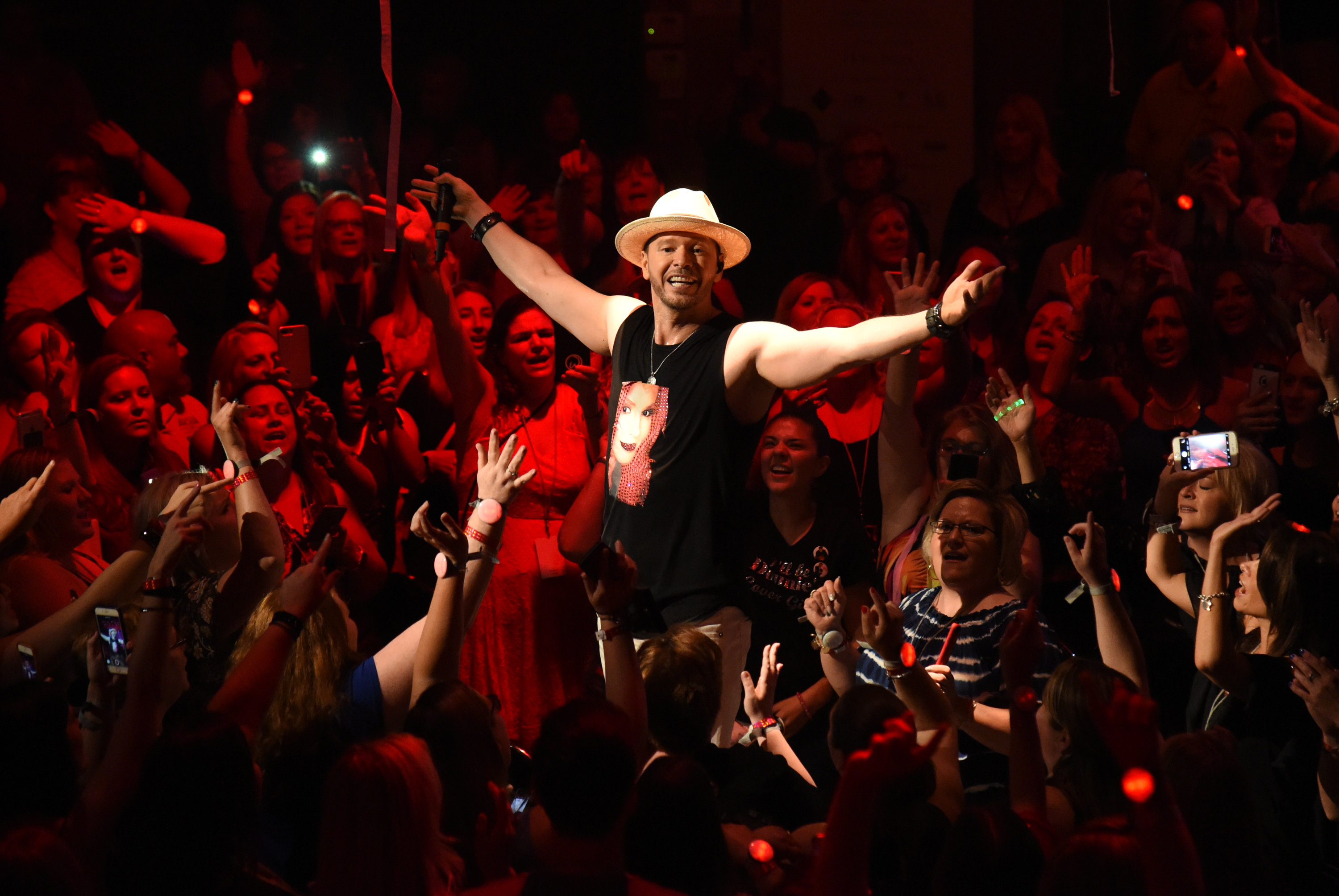 Donnie Wahlberg Rocks Chicagoland  Raising $759k to Help Kids with Autism  For Generation Rescue